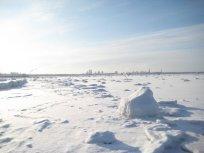 Il mare ghiacciato e Tallinn in lontananza