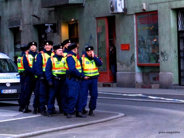Budapest, accrocchi di poliziotti