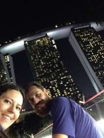 Noi di fronte al Marina Bay Sands
